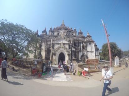 Thatbyinnyu Phaya, Bagan exterior