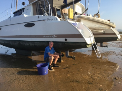 D1. Faro - cleaning the bottom of boat - 20.9.17.